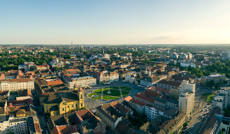 horizon de la ville européenne vu par un drone professionnel Banque d'images