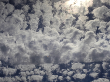 Cielo de nubes de algodon grandes
