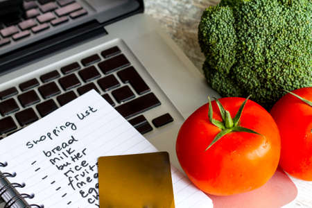 grocery shopper: Buying groceries on line with a credit card