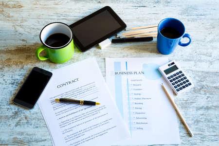 legal document: An�lisis de un contrato y un Plan de Negocios
