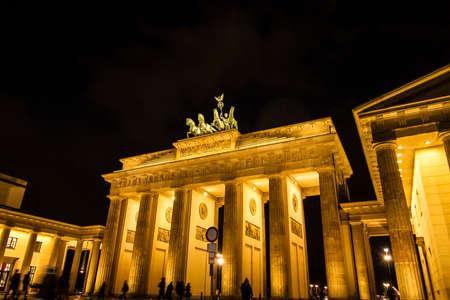 brandenburg gate: The Brandenburg Gate at night, in Berlin, Germany
