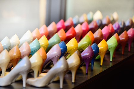 Shoes in shop window display Standard-Bild