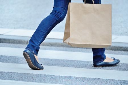 Shopping woman walking cross the street.  Standard-Bild
