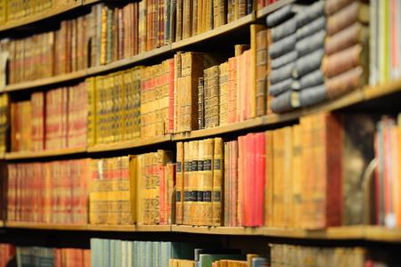 Oude boeken in de bibliotheek