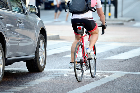 Vue arrière de cycliste à plein régime