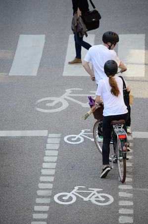 bicyclists: Bicyclists waiting for green