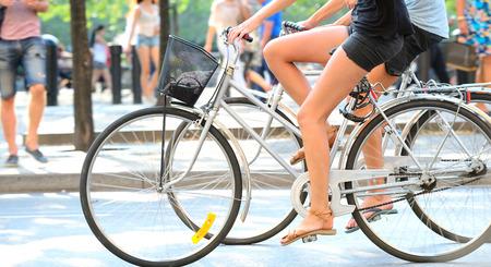 Deux vélos de profil Banque d'images