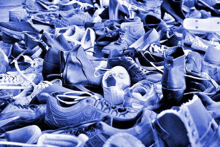 Chaussures de nombreuses utilisés dans la pile