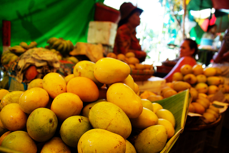 haggling: Plenty of fresh mangos for sale at a market in Cambodia Stock Photo