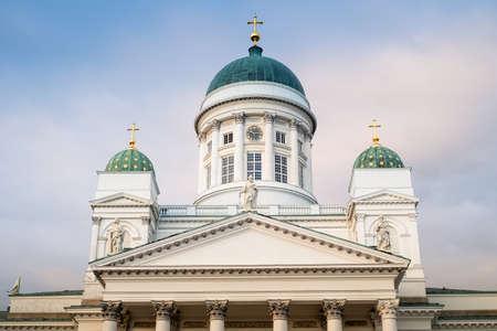 Prachtig uitzicht op de beroemde kathedraal van Helsinki in mooi avondlicht, Helsinki, Finland Stockfoto