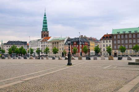 Toneel de zomerzonsondergang in de Oude Stad van Kopenhagen, Denemarken