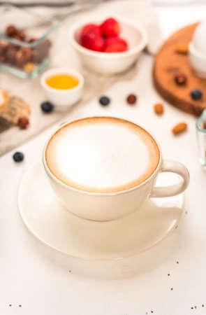 Cappuccino's op witte achtergrond Stockfoto
