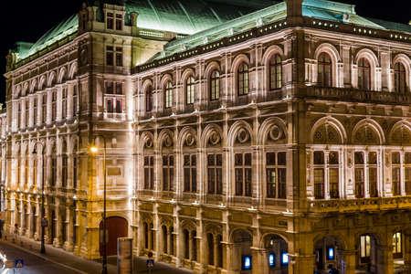 Operahuis in Wenen bij nacht, Oostenrijk Stockfoto