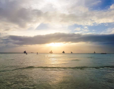 Sailing boat at beautiful colorful sunset Boracay 스톡 콘텐츠 - 95236407