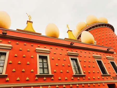 the museum - theater of Salvador Dali in figueras town in Spain Foto de archivo - 106592424