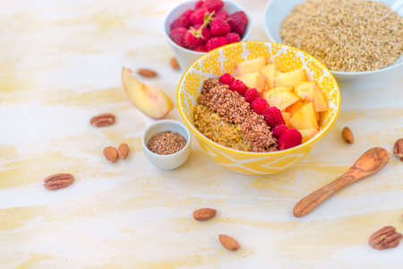 gorgeous healthy breakfast, oatmeal porridge with flax seeds, raspberries and nuts, concept healthy food Stockfoto
