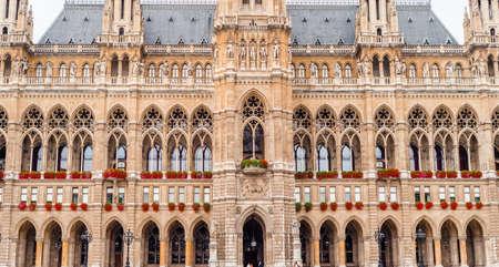 Viena, City hall. Austria, fragments of the refined architecture of Austria Standard-Bild