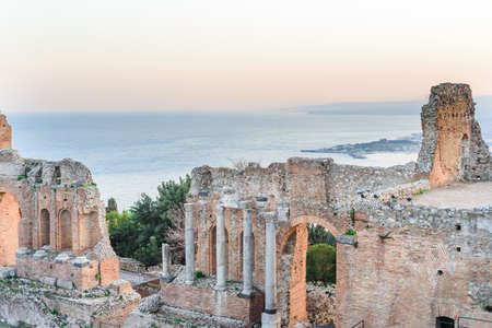 Greek reatre in Taormina Sicily, Italy, and Etna volcano in the background Foto de archivo - 122063323