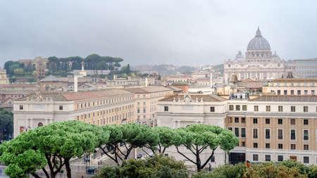Rom, Italien, Panorama von Rom und Blick auf den Petersdom, Vatikan, von Angel Castle