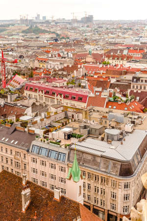 Vienna city panorama view from St. Stephan's cathedral Banque d'images - 125337527