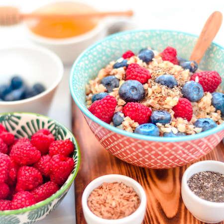 High protein healthy breakfast, buckwheat porridge with blueberries, raspberries, flax seeds and honey Closeup view Stockfoto