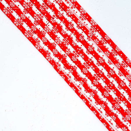 Drinking straws for party on white background. Top view of colorful paper straws for cocktails. Place for text, copy space. Stockfoto - 128261200