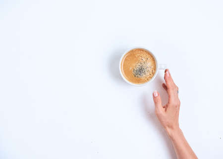 Girls hand holding coffee cup on white Stockfoto