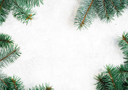 Christmas frame made of fir branches, red berries. Christmas wallpaper. Flat lay, top view, copy space Standard-Bild - 129996613