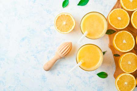 oranges for making juice, pattern, on blue background Reklamní fotografie