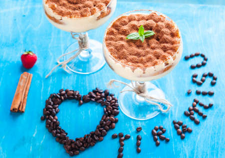luxury tiramisu dessert in a cocktail glass decorated with cocoa on the wooden background 版權商用圖片