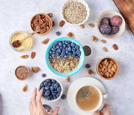 Quinoa Petit Déjeuner Bio avec Lait de Noix et Baies
