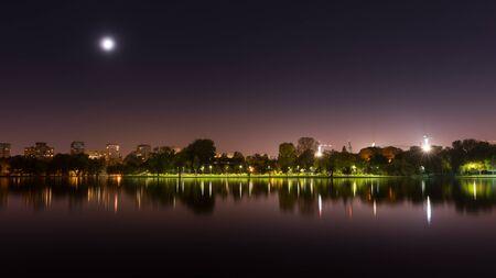 bucarest: Bucharest park at night