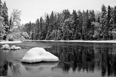flowing river: Scenic view of a flowing river in winter in B&W