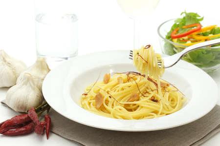 ニンニクと赤唐辛子のスパゲッティ 写真素材