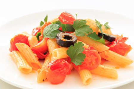 salsa de tomate: Penne con salsa de tomate y aceite de oliva negro