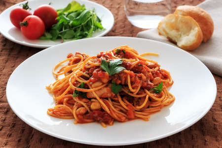 spaghetti tomatosauce with chicken  ragu