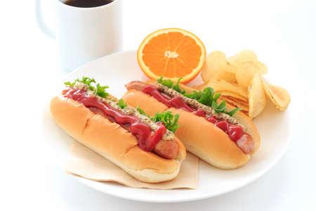 witte achtergrond: Hotdog op een witte achtergrond Stockfoto