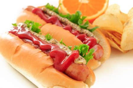 sur fond blanc: Hotdog sur fond blanc Banque d'images