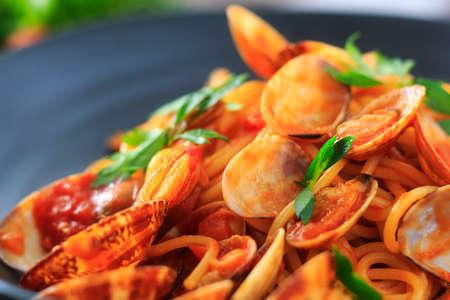 almeja: Almeja y tomate espaguetis salsa Foto de archivo