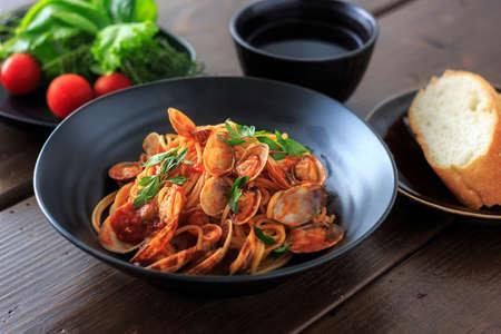 salsa de tomate: Almeja y tomate espaguetis salsa Foto de archivo