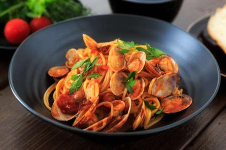 tomato sauce: Almeja y tomate espaguetis salsa Foto de archivo