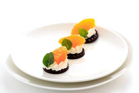 ホイップ クリームとチョコレートのフルーツ 写真素材