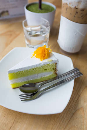 afternoon cafe: torta con café en el café de la tarde.