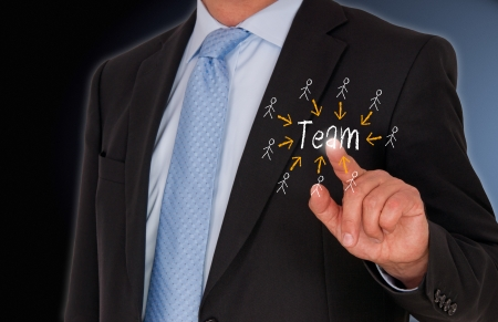 touchscreen: Hombre de negocios con el equipo