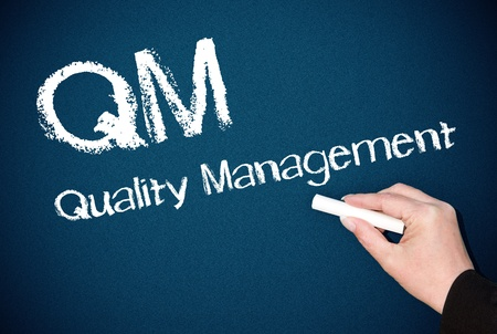 control de calidad: QM - Gesti�n de la Calidad Foto de archivo