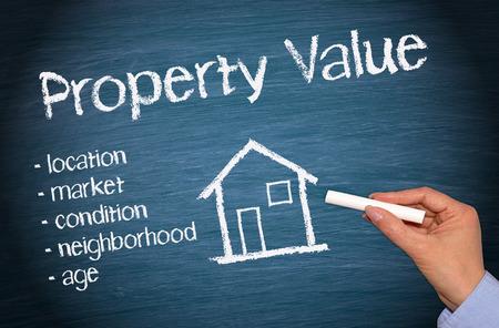 Valor de la propiedad - Concepto de bienes raíces Foto de archivo - 27835790