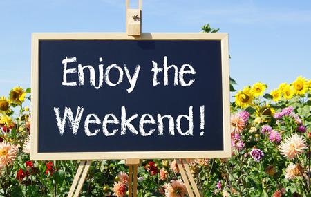 Disfrute de la palabra Fin de semana a bordo de negro Foto de archivo