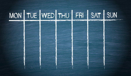 Weekly Calendar on blue Chalkboard Standard-Bild