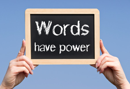 közlés: A szavaknak ereje