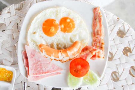sunny side up: Smile american breakfast